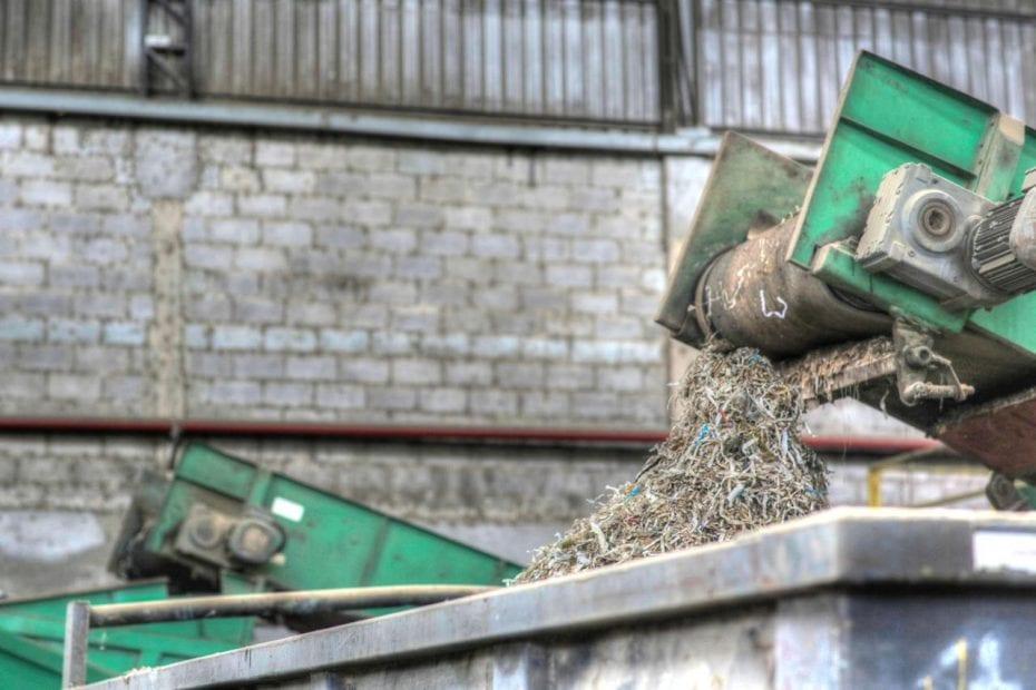 A descaracterização de resíduos é um processo estratégico na gestão organizacional. Dá a destinação adequada aos diferentes tipos de materiais e contribui com a sustentabilidade sócio-ambiental, além de garantir a proteção da marca e da imagem institucional.